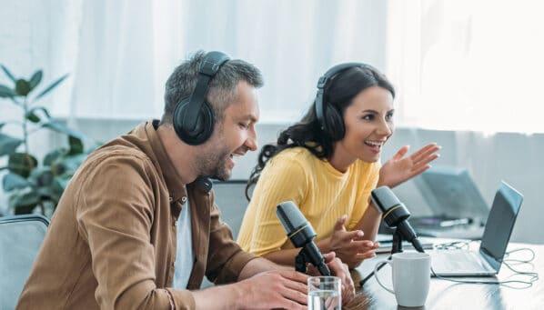 Wissen im Ohr: die besten Wirtschafts-Podcasts